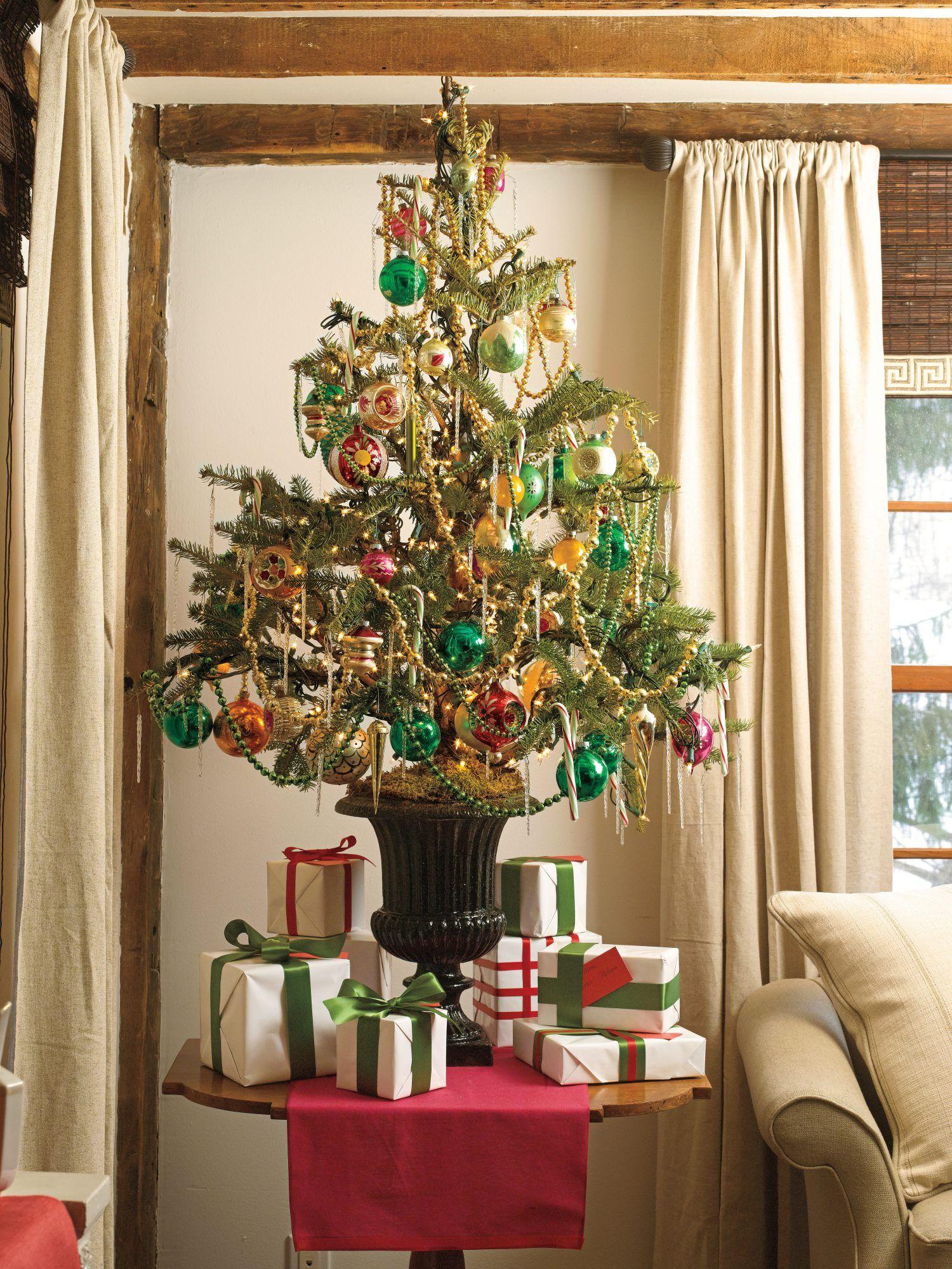 40 Christmas Tree Decoration Ideas And Christmas Trees Photos Christmas Tree Table Decorations Christmas Table Decorations Traditional Christmas Tree
