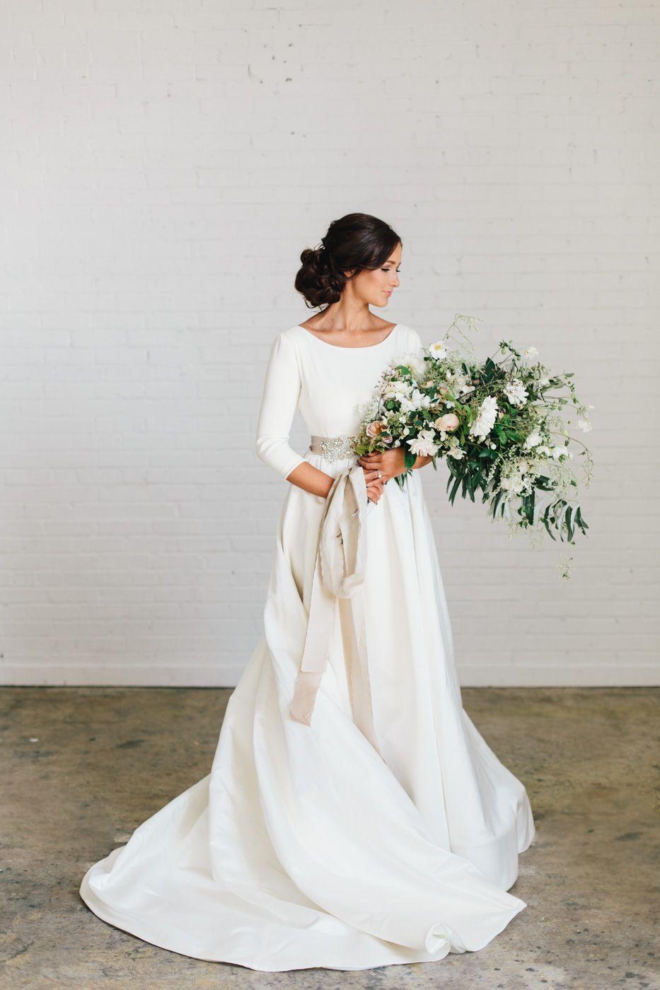 50 Amazing White Wedding Dresses For Beautiful Bride Ideas Winter Wedding Dress Scoop Neck Wedding Dress Italian Wedding Dresses [ 1400 x 933 Pixel ]