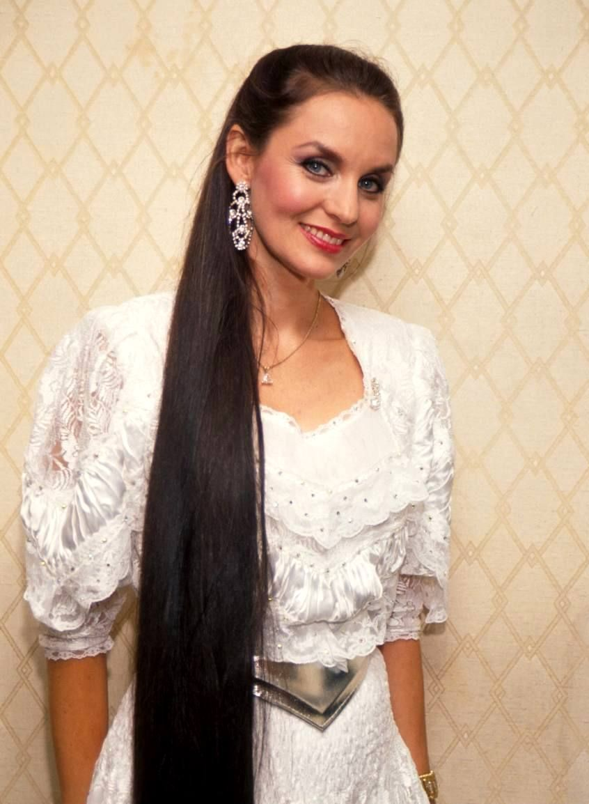 Crystal Gayle Long Hair Styles Country Music Artists Very Long Hair