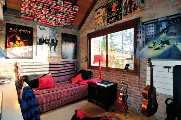 Punk design cues for a teenager 39 s bedroom punk bedroom for Beatles bedroom ideas