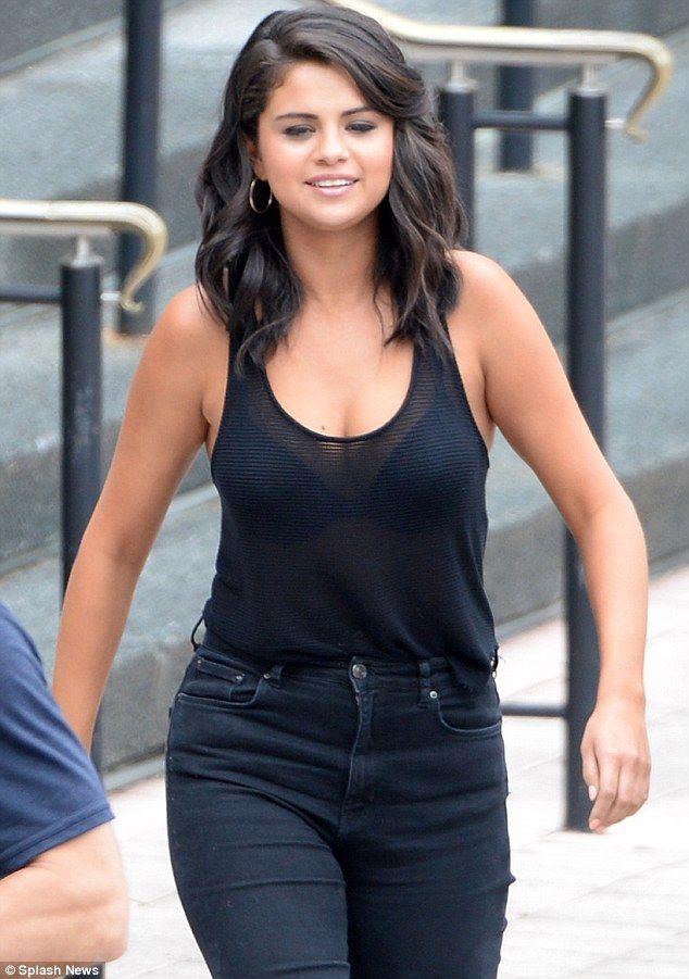 bra Selena gomez