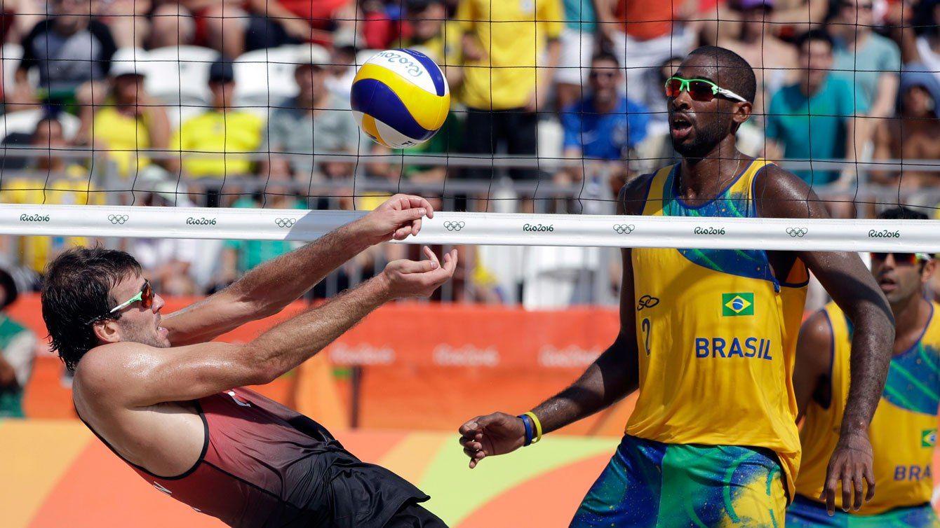 Ben Saxton recovers next to Brazil's Evandro Junior during