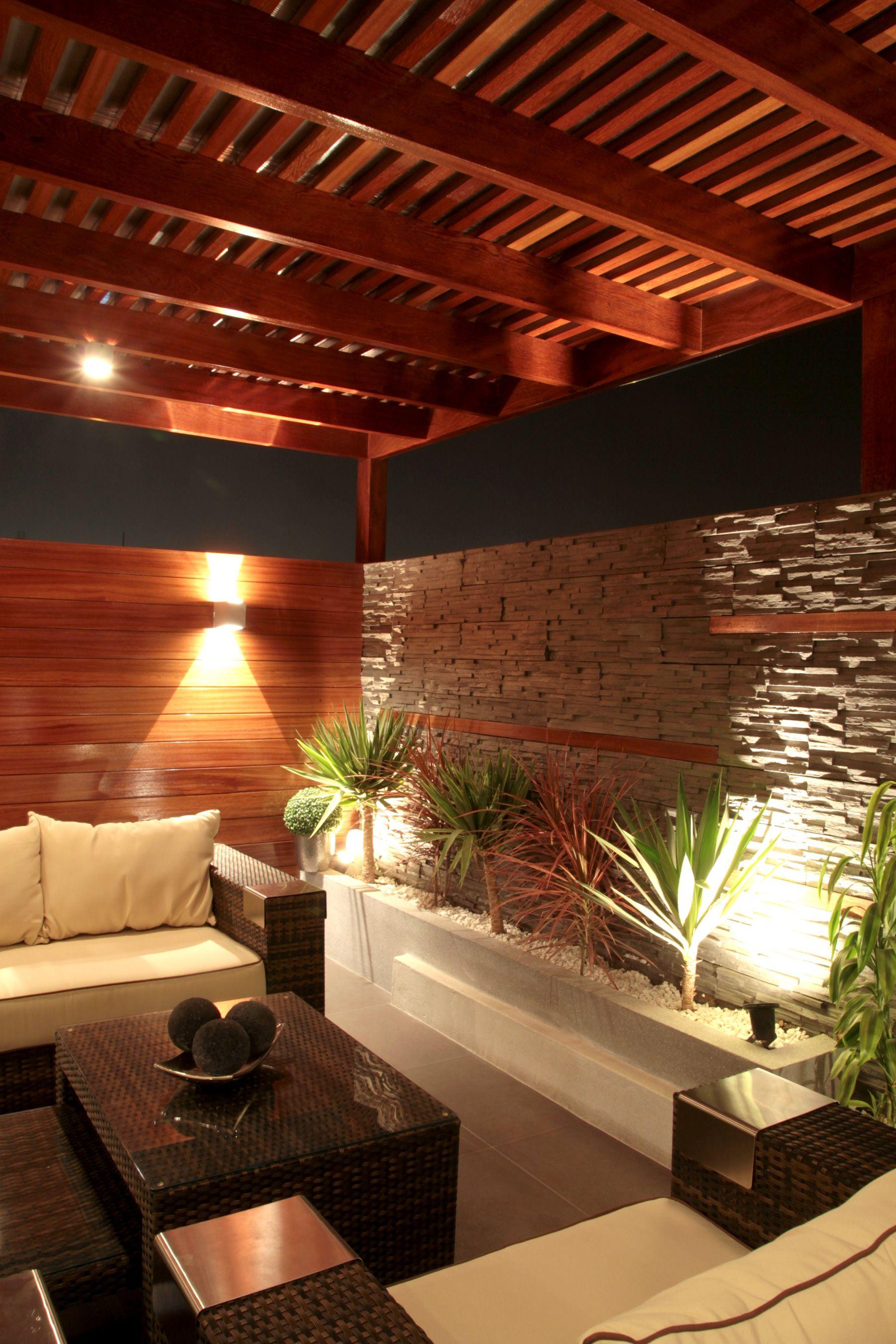 Iluminacion terraza buscar con google terraza jardin for Jardines pequenos techados