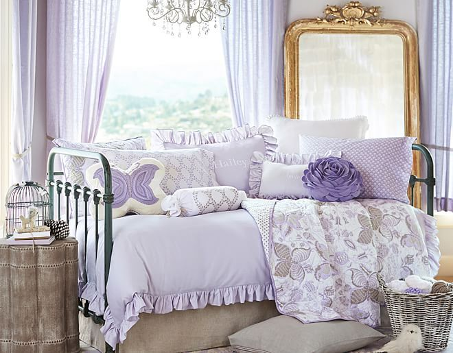 7 Inspiring Kid Room Color Options For Your Little Ones: I Love The Pottery Barn Kids Evelyn Daybed On