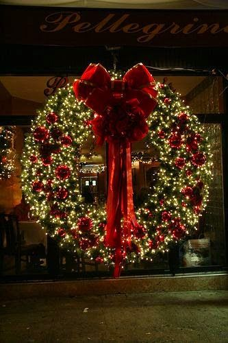 Christmas Wreath This is beautiful because there are so many lights. Best Christmas  Lights #Tumblr bestchristmaslights.tumblr.com - Fantastic Christmas Holiday Lights Display Best Christmas Lights
