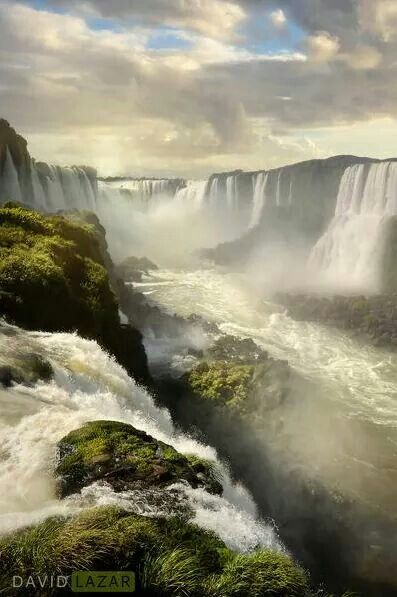 AMAZING.... looks like waterfalls are pouring from the sky