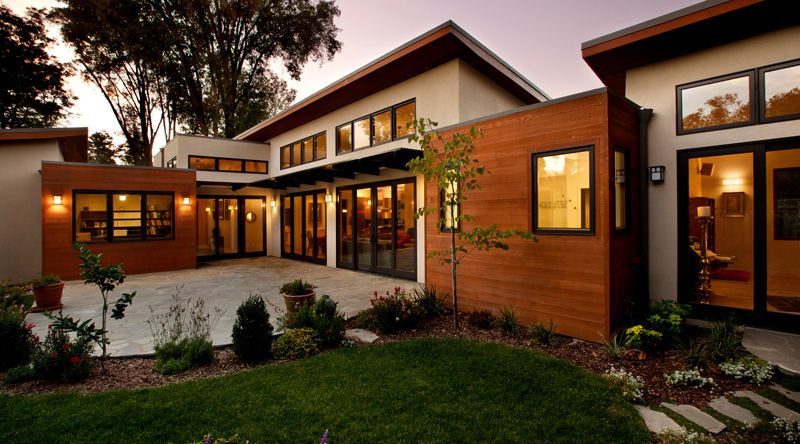 Modern house made of wood and stucco for Modern stucco house