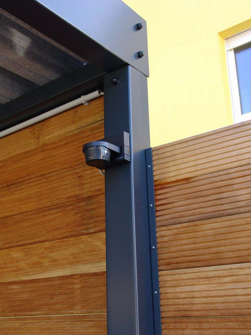 Sichtschutzzaun Holz Metall Carport Anbau Verlangerung Larche Hohe Grau Weiss Aus Holz Metall Aufstellen Angebot Secre Carport Fence Design Tall Cabinet Storage