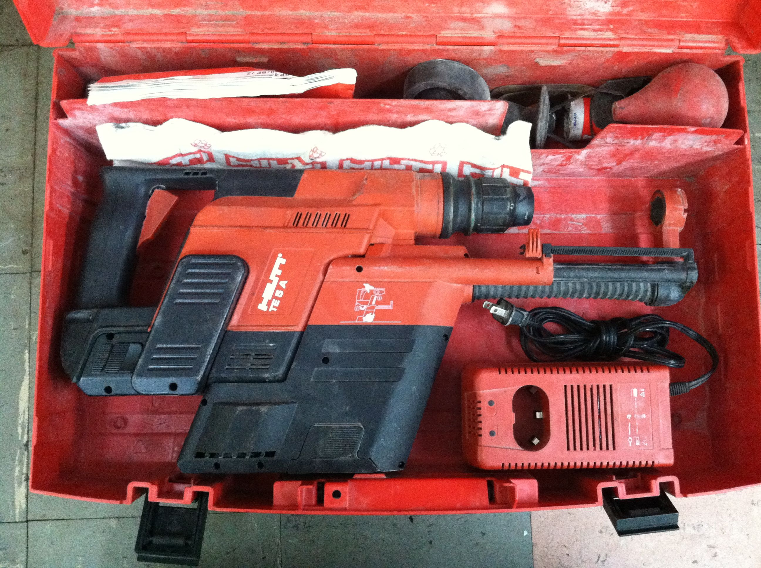 Hilti TE5A 24v cordless drill with TE5DRS dust removal