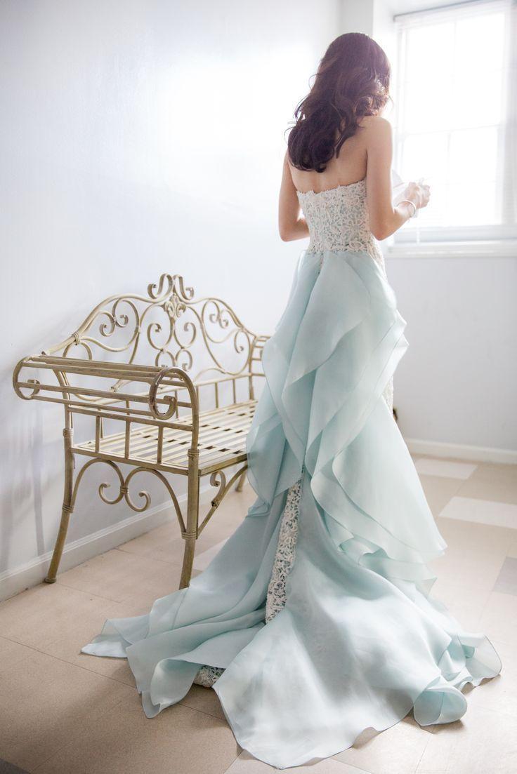 54f14c3254571 実写版シンデレラみたい♡思わず見惚れる程美しいブルーのカラードレス11選*にて紹介している画像