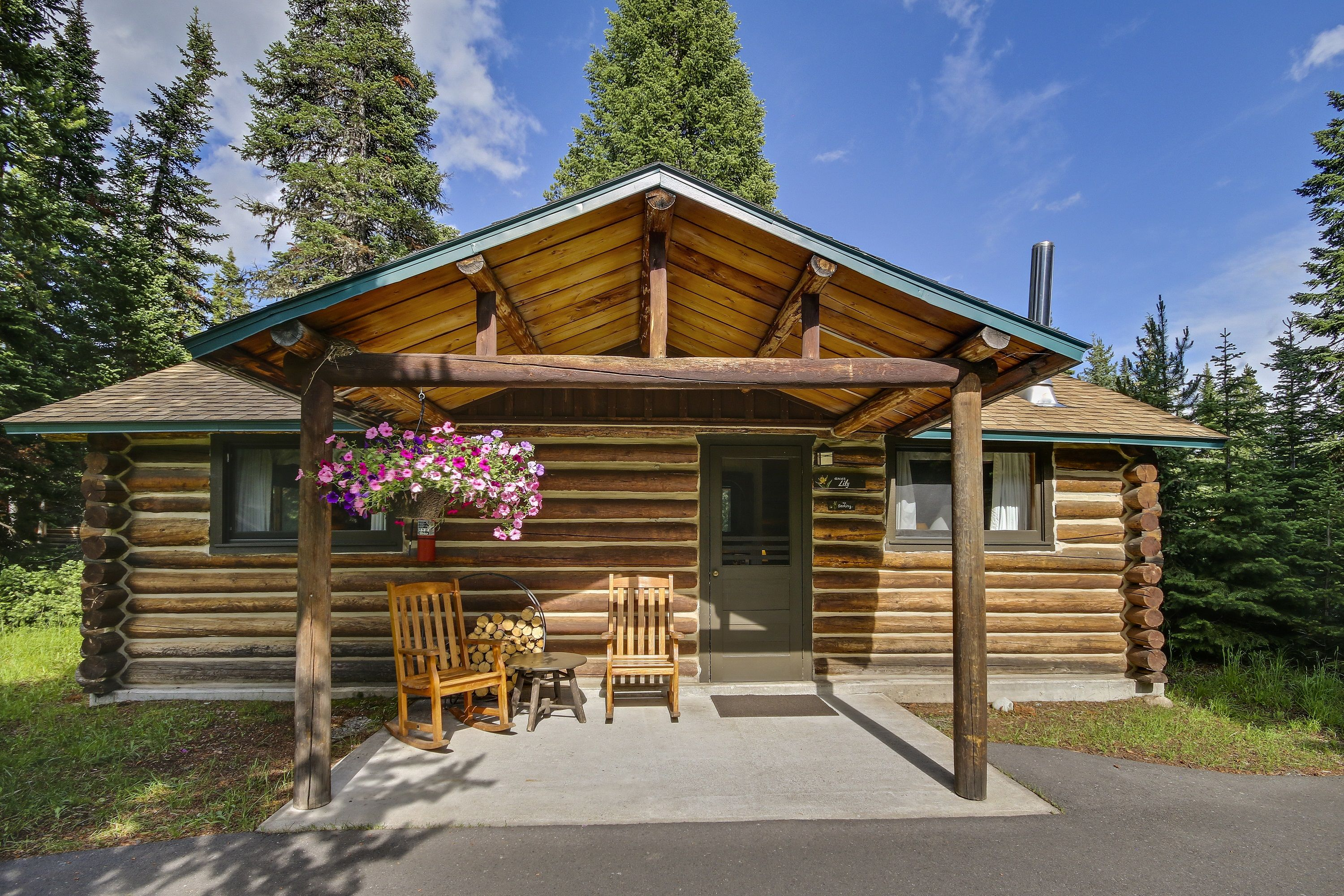 Jenny Lake Lodge Cabins With A Porch And Mountain Or Wooded View In Grand Teton National Park Wyoming Lake Lodge Tetons Grand Tetons