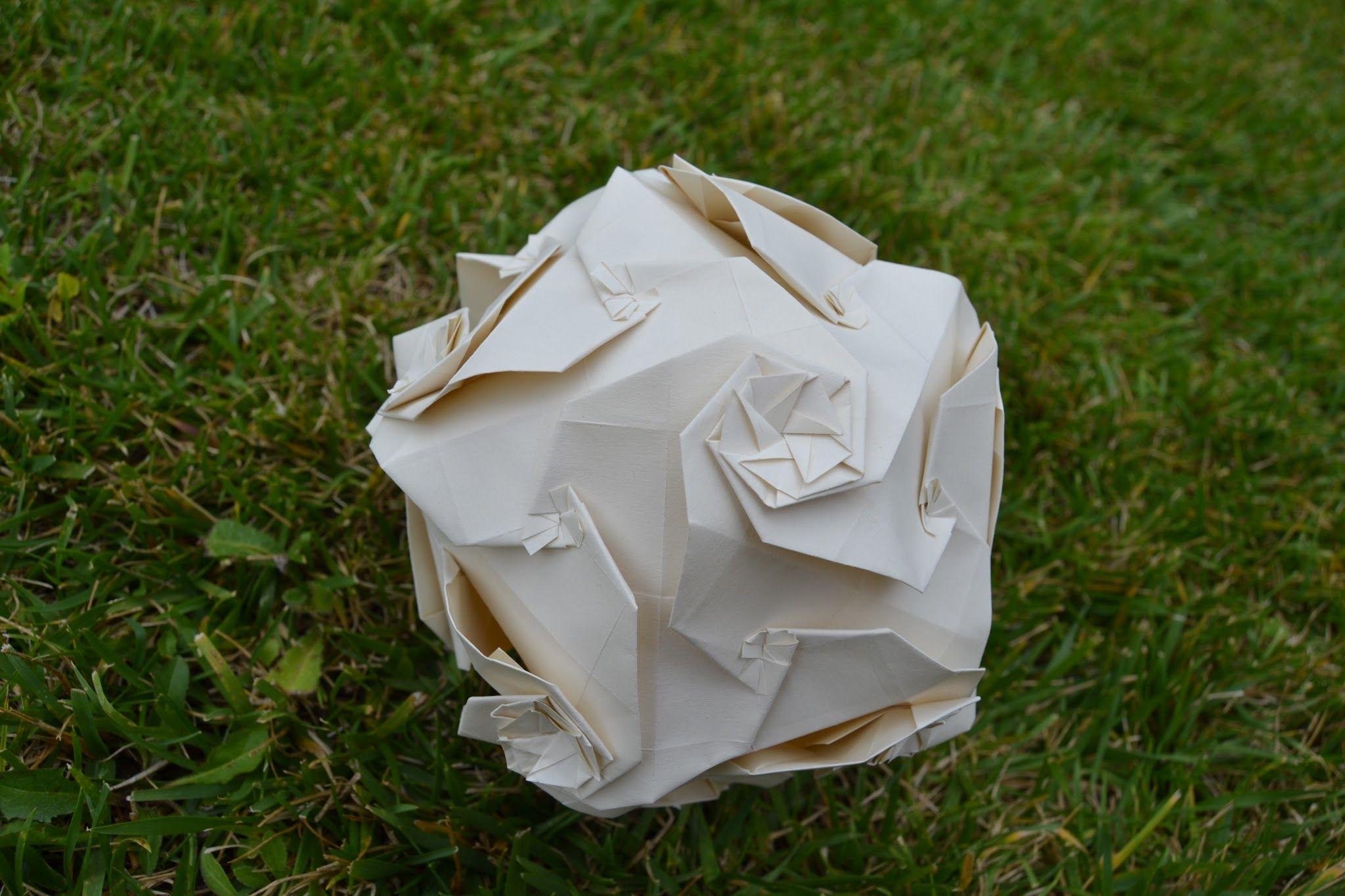 白い折り紙ボール。  W H I T E O R I G A M I B A L L. > origami sphere art ball white paper