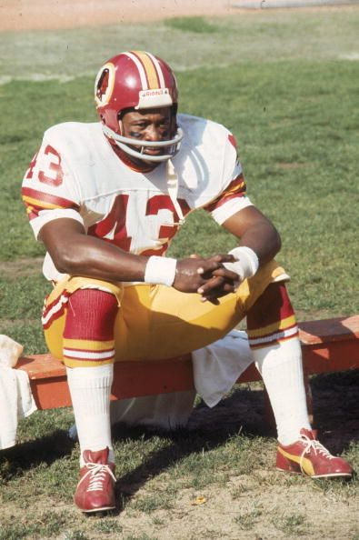 Running back Larry Brown of the Washington Redskins sits on the bench  against the Cleveland Browns on October 26 1975 at Cleveland Municipal  Stadium. 1e1246aa5