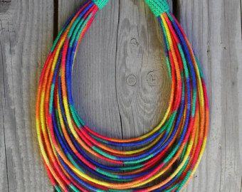 Collar de hilo envuelto de neón brillante / tribal / por MARISCAPES