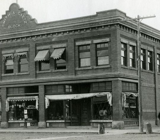 The Smith and Gaetz Block (later known as the Central Block) on the north west corner of Gaetz Avenue and Ross Street, 1912.