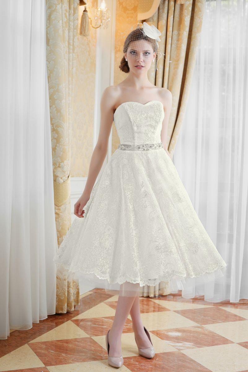 Spitzen Brautkleid im 60er Jahre Look | Maßgeschneiderte kurze ...
