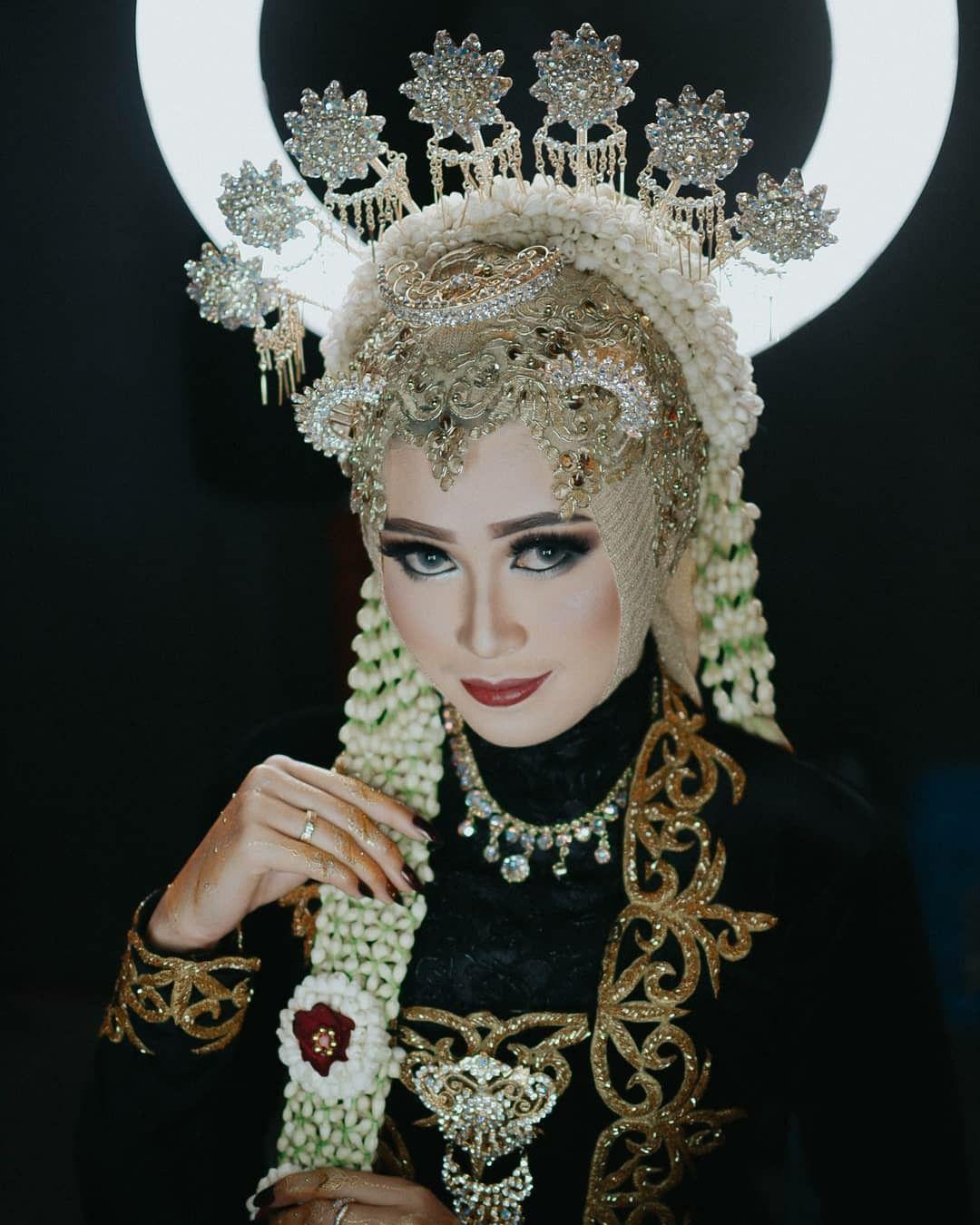 Traditional jawa hijab  Pernikahan, Pengantin, Rias wajah pengantin
