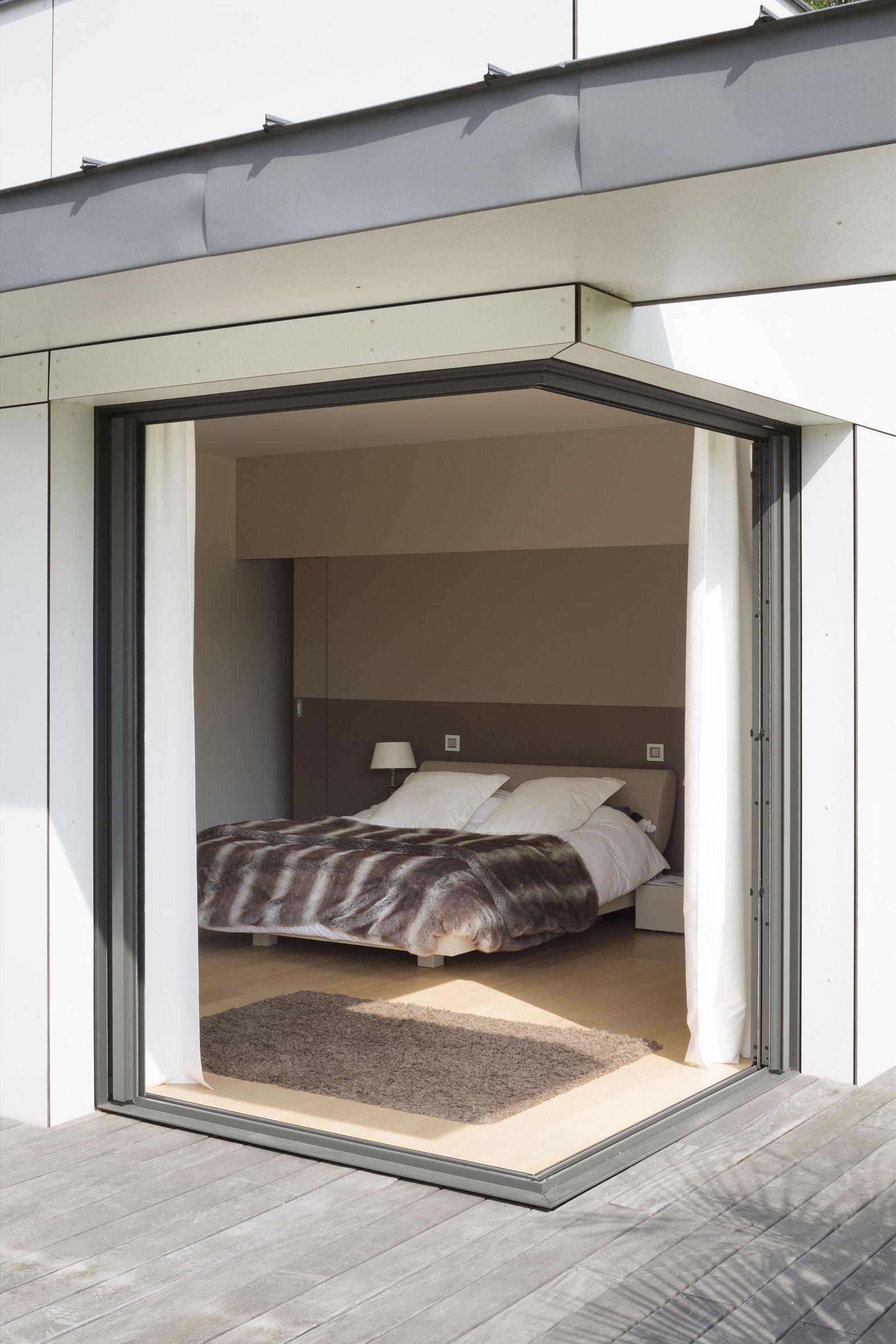 bloc coulissant galandage d 39 angle an aluminium d 39 initial photo xavier boymond fen tres. Black Bedroom Furniture Sets. Home Design Ideas