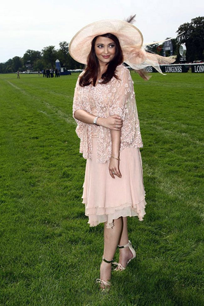 aa7e56bc545 Matter of hats  Bollywood babes and their derby outing. Aishwarya Rai  Bachchan at a French Derby