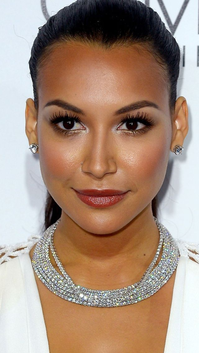 Heres a Cool Way to Wear Lavender Eyeshadow (Thanks Naya