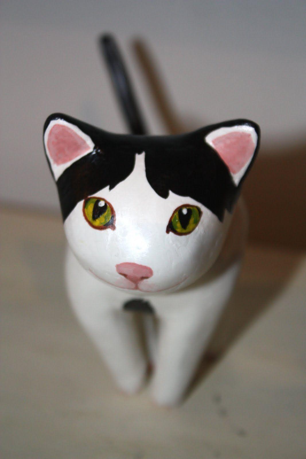 gato papier mache