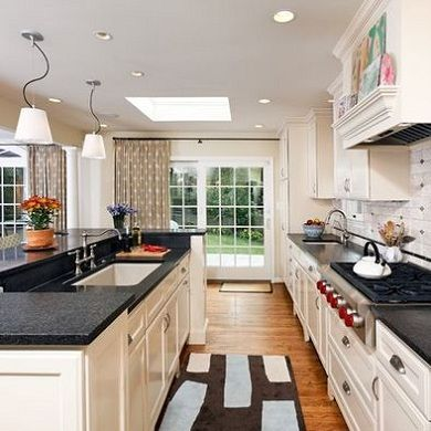 I basically love everything about this kitchen from the layout to the colors. & I basically love everything about this kitchen from the layout to ...
