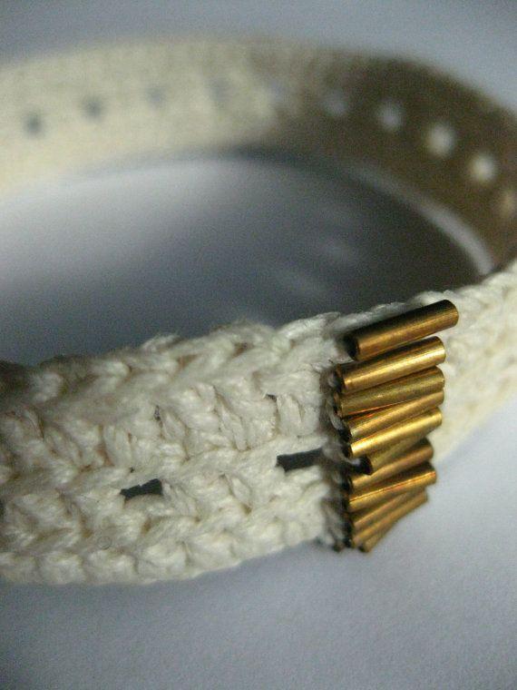 bracciale uncinetto cottone bianco perline bronzo di 0lemos0, $12.00
