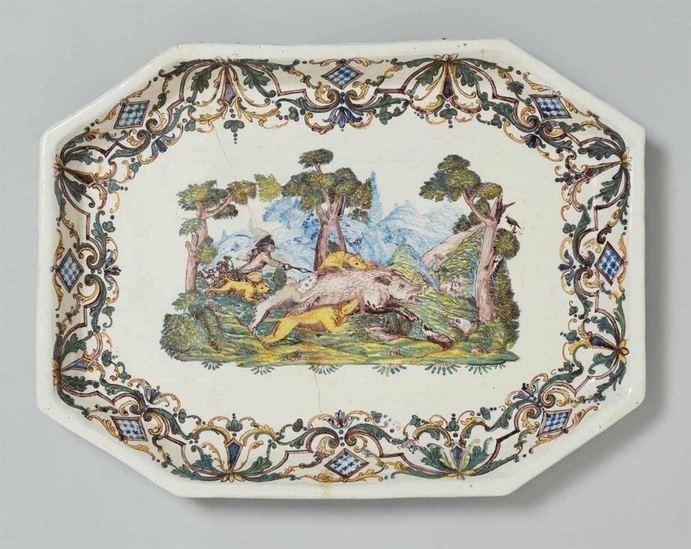 Platte für einen Teetisch Fayence, polychromer Scharffeuerdekor. Rechteckig, mit konkav hochgezogen