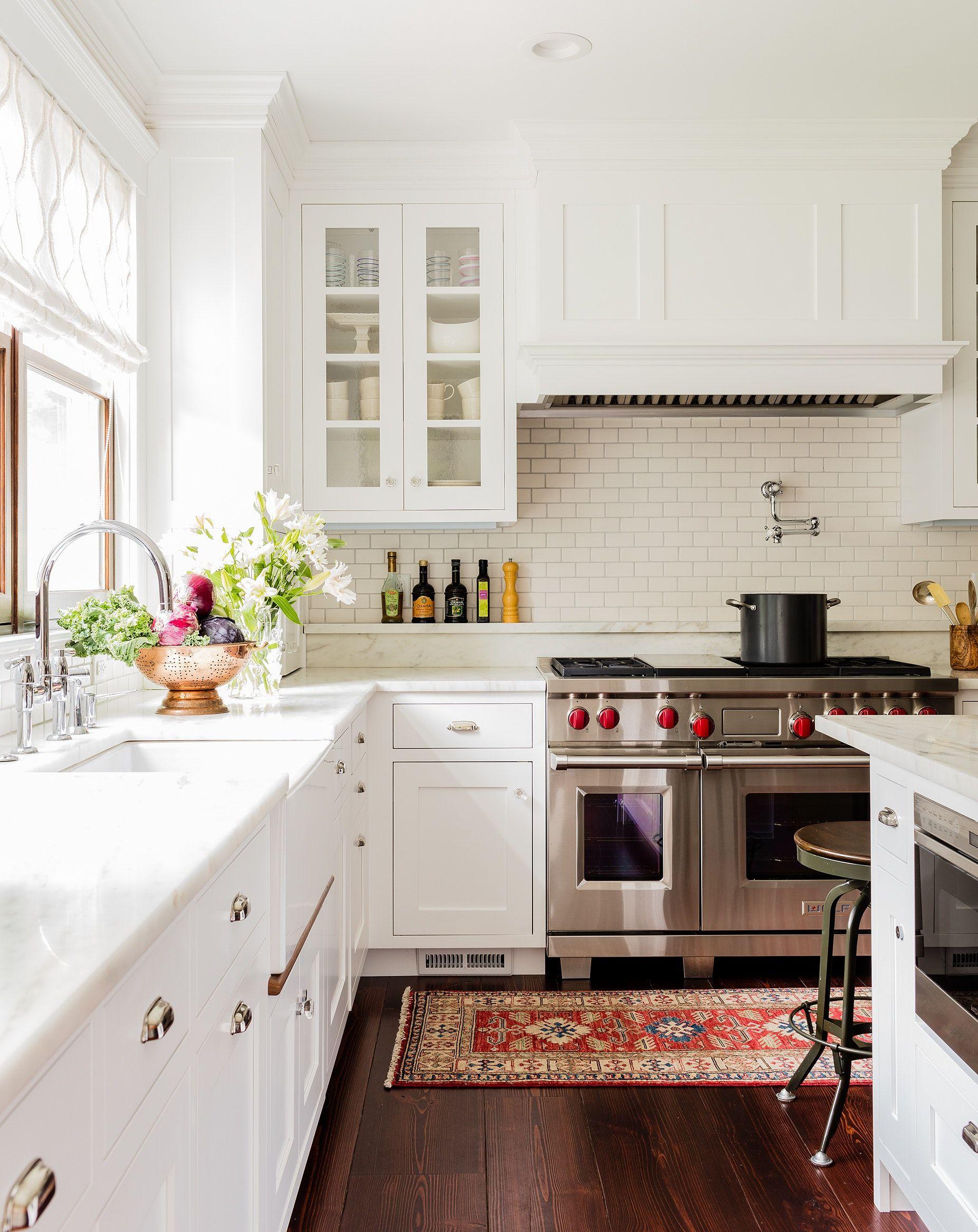 35 Bright California Style Kitchens Chairish Blog Living Room Kitchen Bungalow Kitchen Kitchen Inspirations