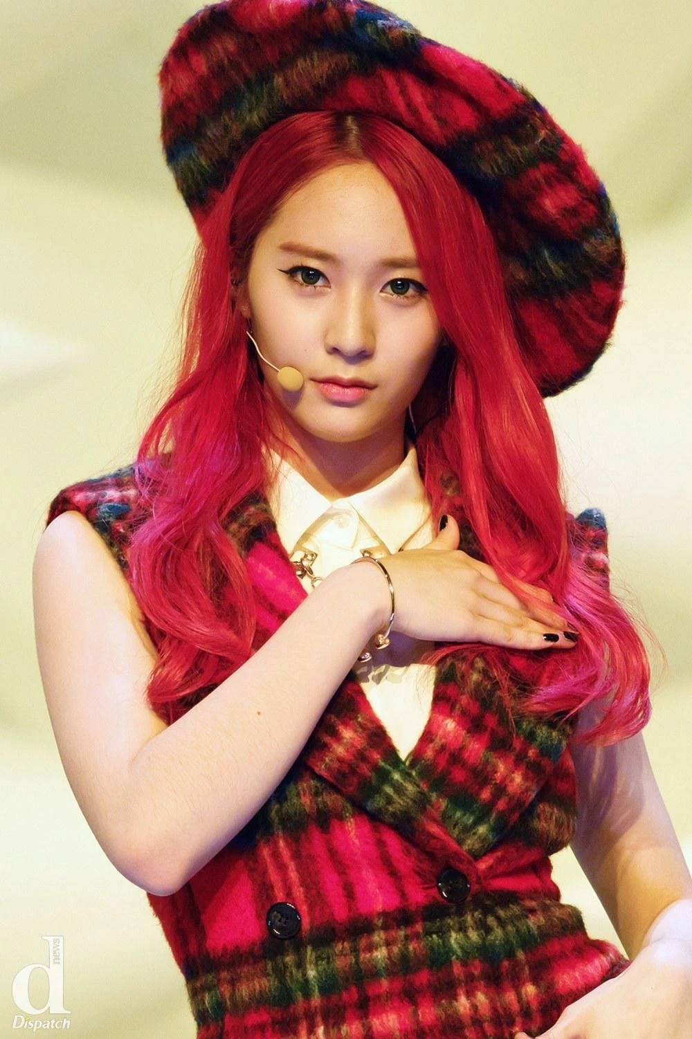 These Are The 10 Female Idols That Netizens Adore When They Have Red Hair Koreaboo Red Hair Kpop Red Hair Red Hair Woman