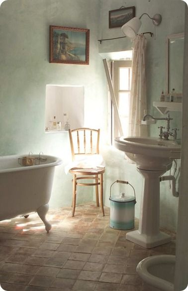 pedestal sink and claw foot tub  magic deco  Pinterest