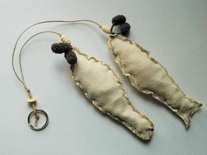 Guirlande de 2 petits poissons en tissu, coloris écru : Accessoires de maison par alicia34