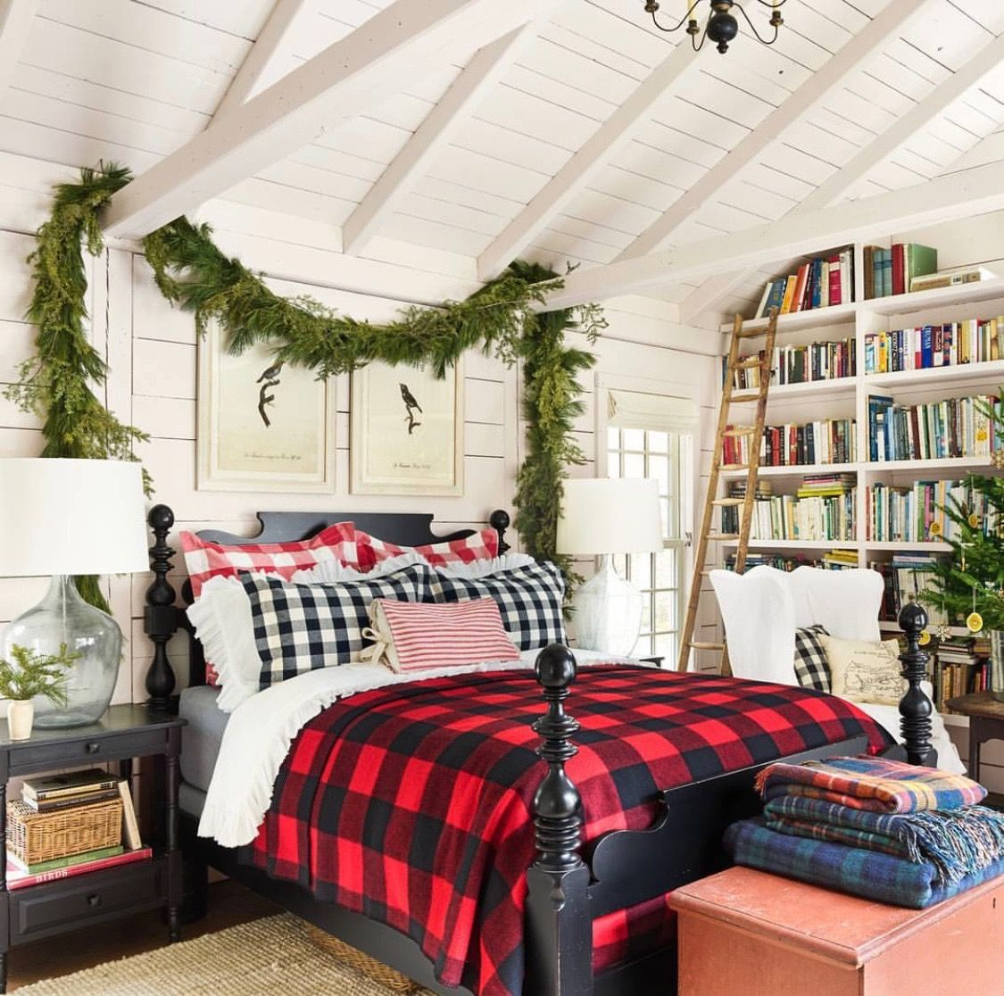 Mountain Houses, Cabin Christmas, Christmas Bedroom, Magical Christmas,  Merry Christmas, Cabin Decorating, Coastal Farmhouse, Instagram Christmas,  Bedroom ...
