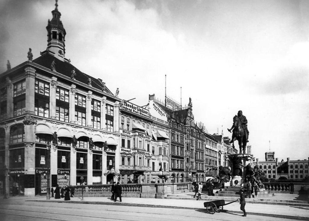 Kurfurstenbrucke Mit Burgstrasse Und Mit Kaufhaus Anstelle Des Schluterschen Palais 1901 Historische Bilder Bilder Berlin