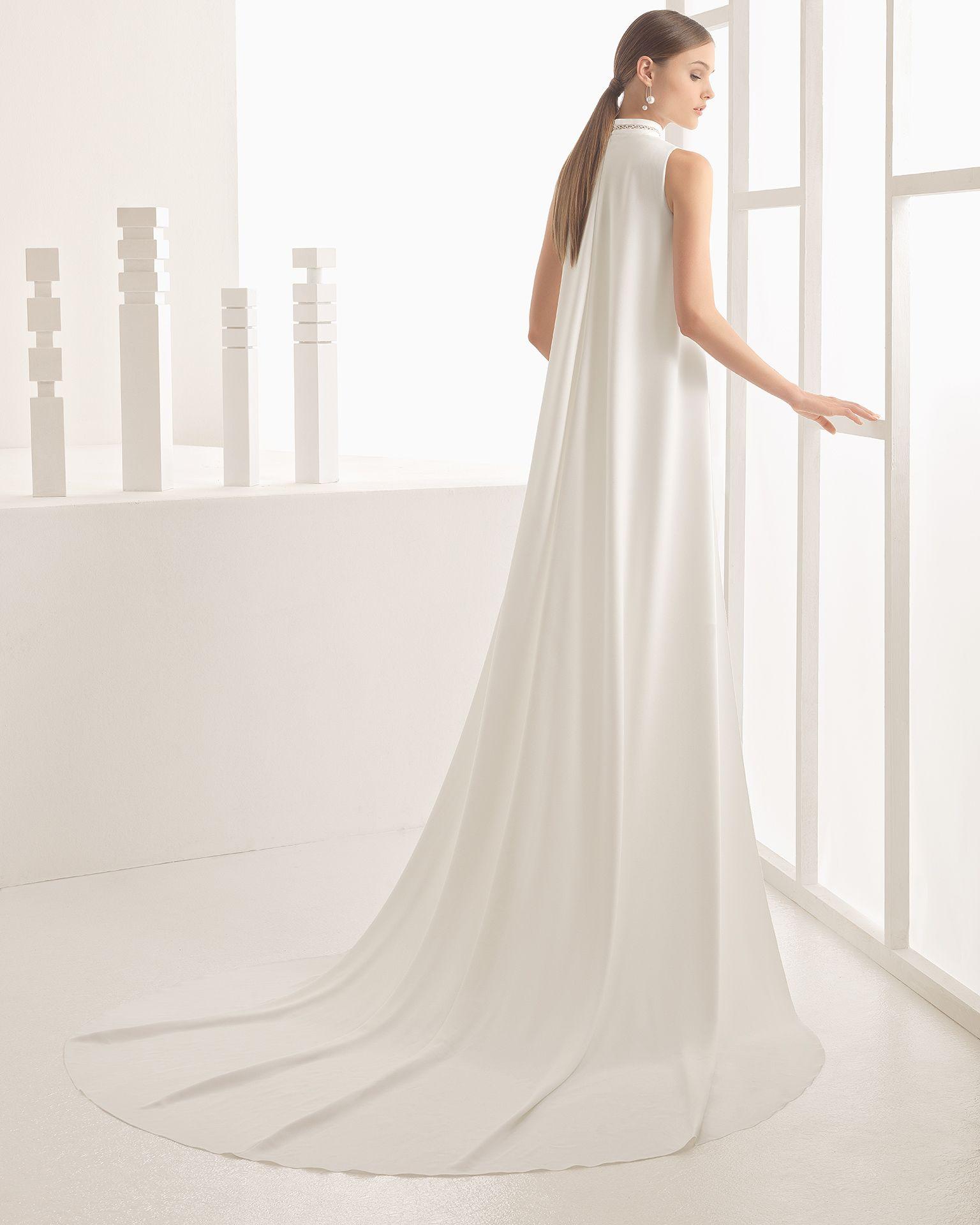 Nibila vestido de crepe con adorno de encaje.
