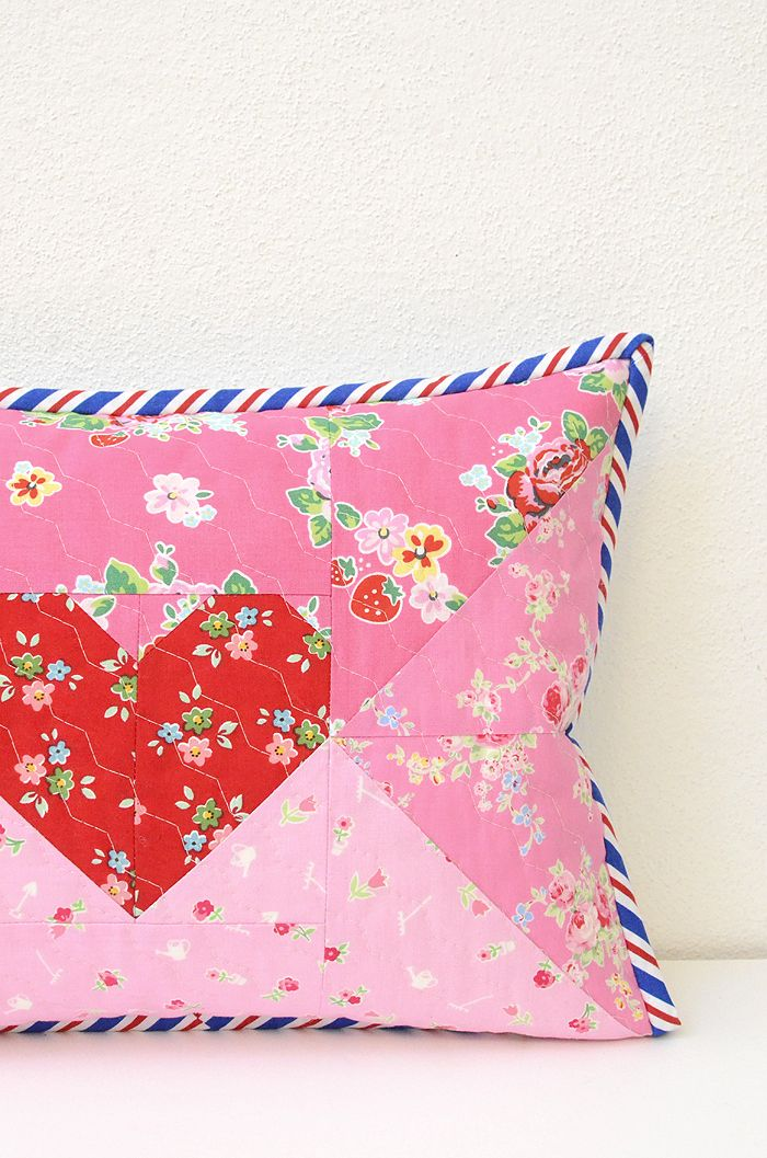 The Love Letter envelope pillow cover or mini quilt is a quick and easy Valentine's Day craft project, that you'll just love! Find the pattern here!