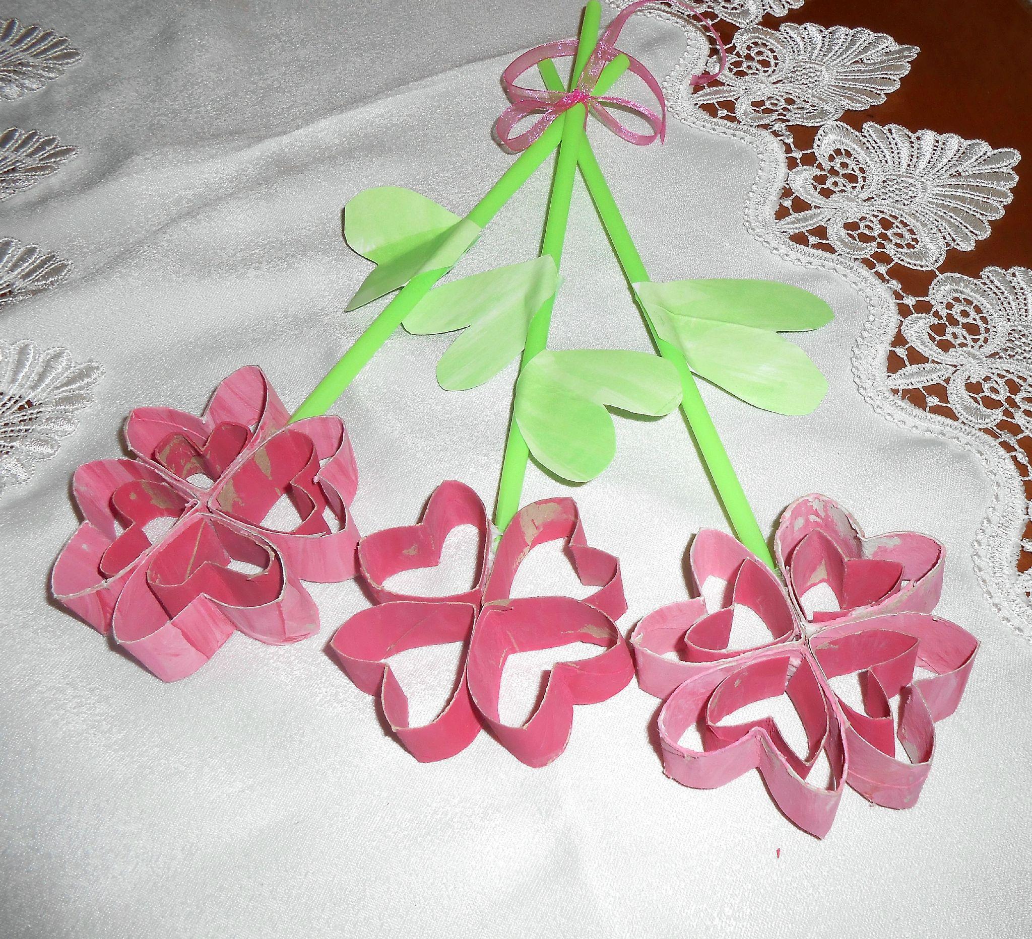 fleurs en rouleau de papier toilettes r cup ration la maison f erique bricolage. Black Bedroom Furniture Sets. Home Design Ideas