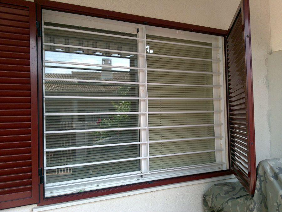 Rejas horizontales en casas modernas buscar con google fachada pinterest janela blindex - Rejas de aluminio ...