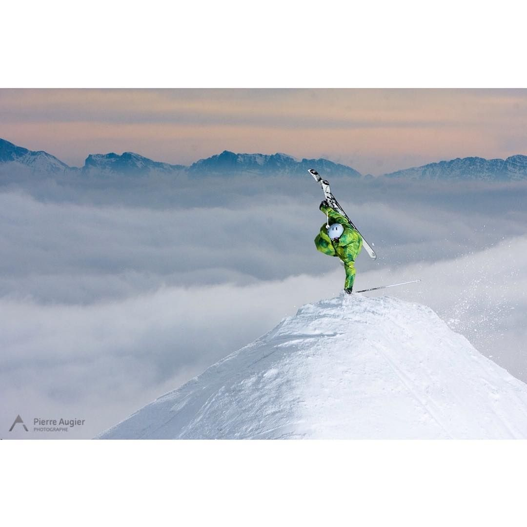 CHAMROUSSE - Ski style : @pierreaugier «#oldies Fabrice Dompnier aka DonDon fastplant in #Chamrousse ... In front of the #cloudsea up to #grenoble - spring 2007 maybe ?  #freeski #freestyle…»