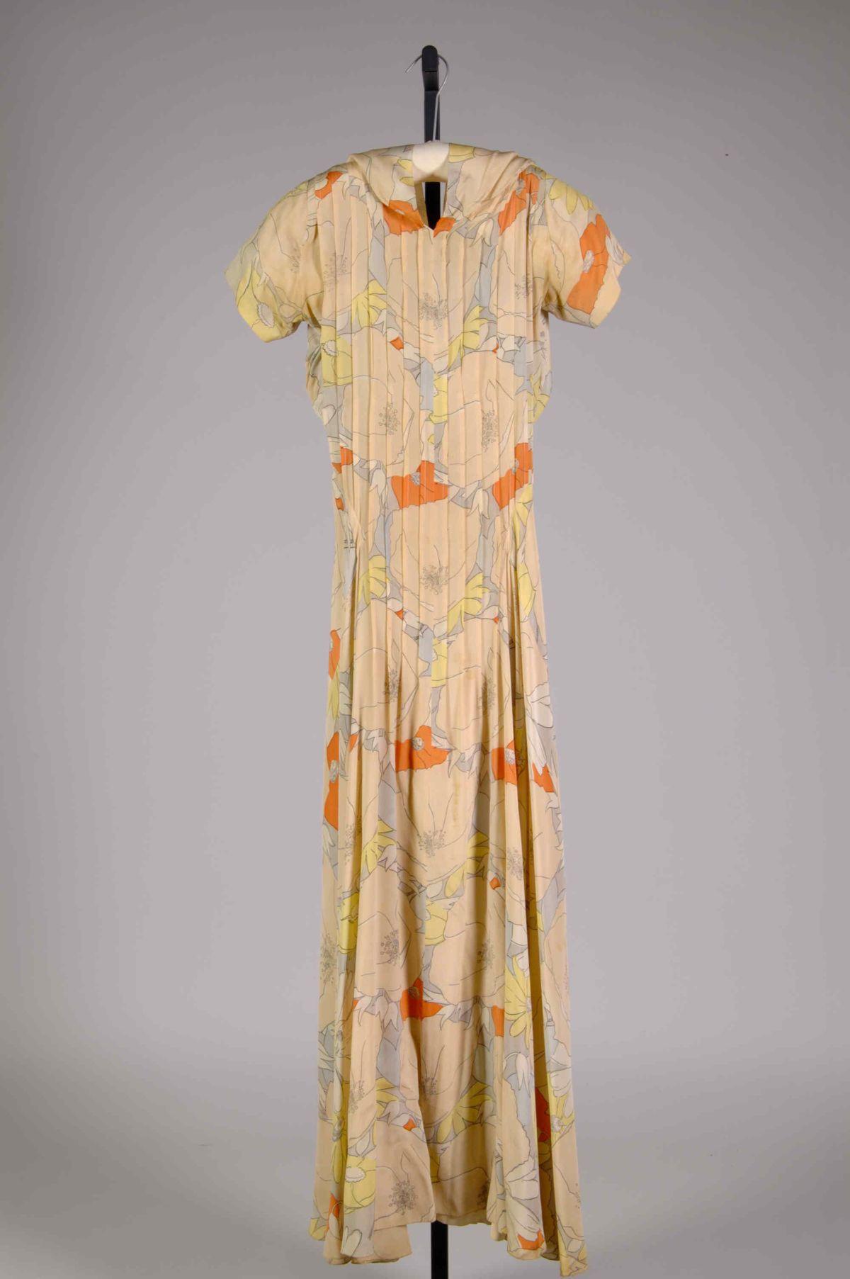Queen Anne Elizabeth Hawes American Ridgewood New Jersey 1903 1971 New York Silk American Vintage Attire Fashion Vintage Fashion 1930s