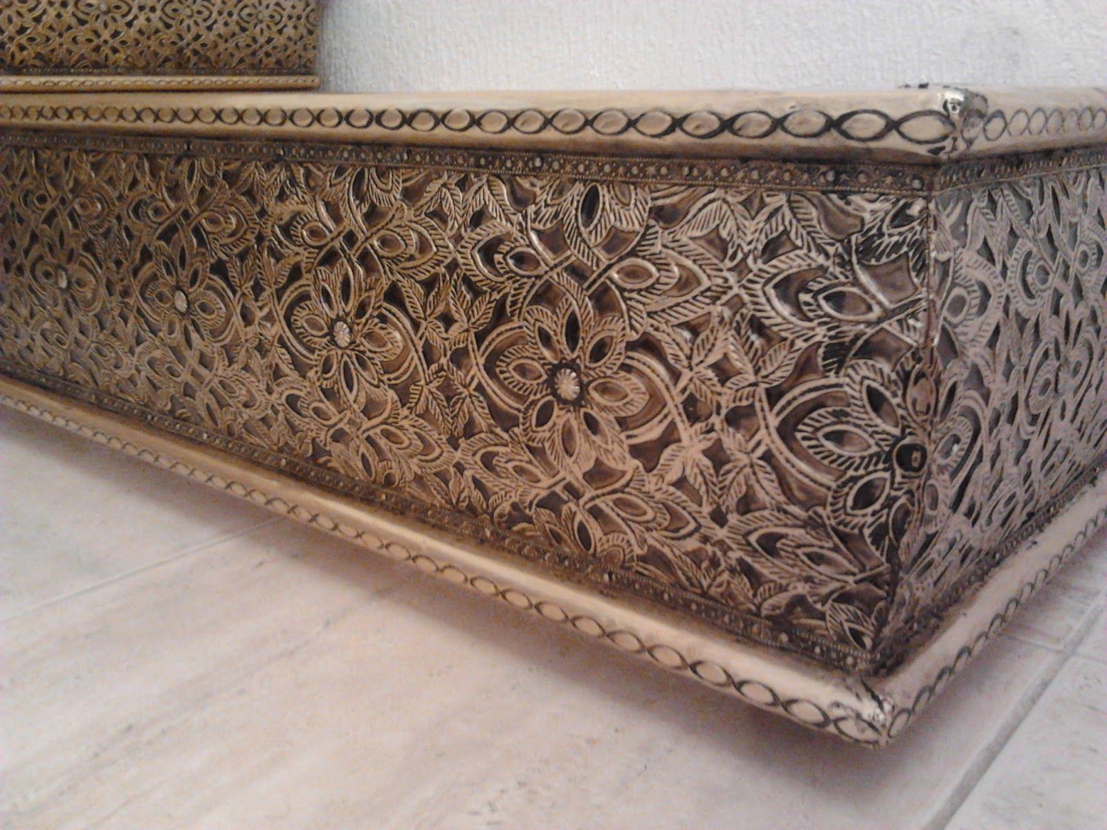 Fa ade de table pour un sallon marocain en bois couvert en cuivre d 39 or ou argent a la main - Deco salon cuivre ...