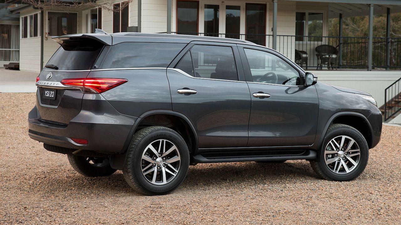 2016 Toyota Fortuner vs Nissan Pathfinder Nissan