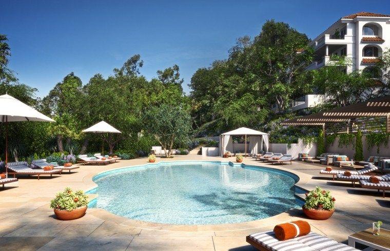 Gartendekoration mit Pool und Tipps für Gartenmöbel pool party