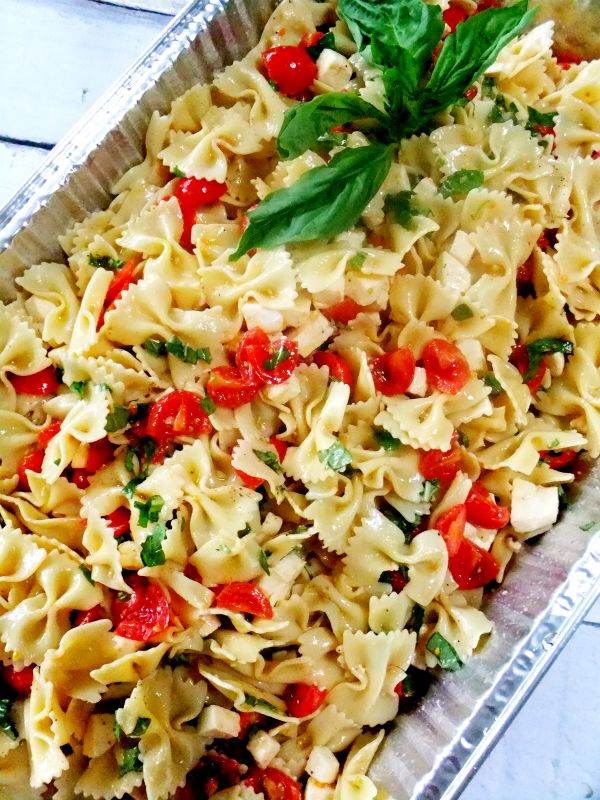 Picnic food ideas for a crowd caprese pasta salad for Picnic food ideas for large groups