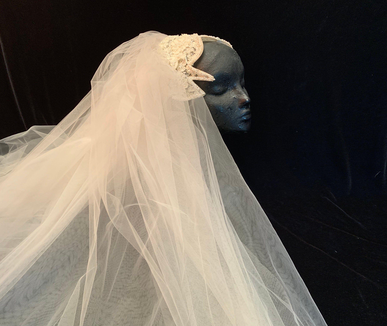 Vintage Bridal Wedding Headpiece Alencon Lace With Pearls Full Tulle Veil Vintage Wedding Vin Vintage Veils Bridal Bridal Veils And Headpieces Vintage Bridal