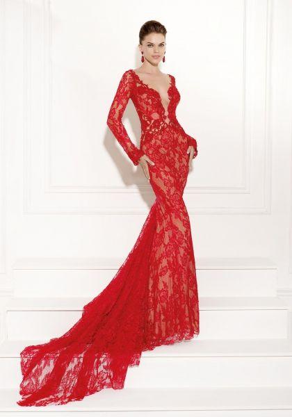 Simal: sensual traje de noche realizado en encaje de color rojo
