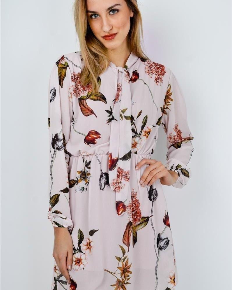 Zwiewna Sukienka Z Wiazaniem Cala W Kwiaty Absolutna Nowosc Www Sukienki Shop Sukienkishop Sukienka Elegancka Modadamsk Floral Tops Dresses Fashion