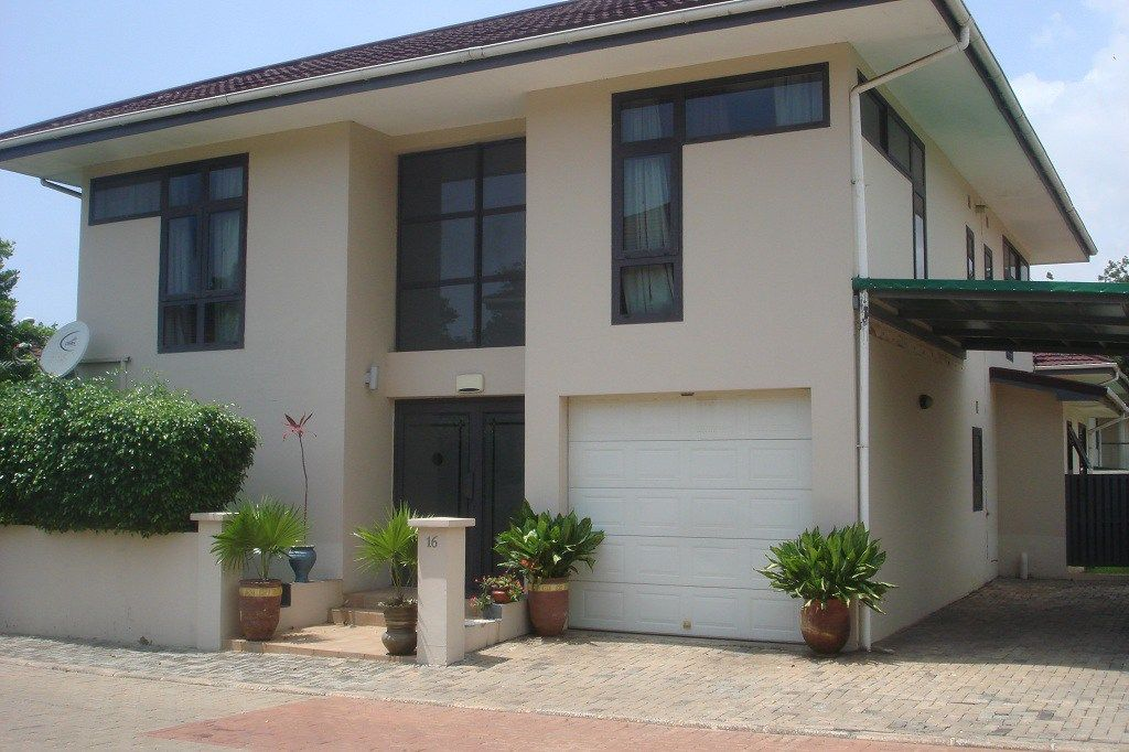 3 bedrooms townhouses / apartments in Cantonments