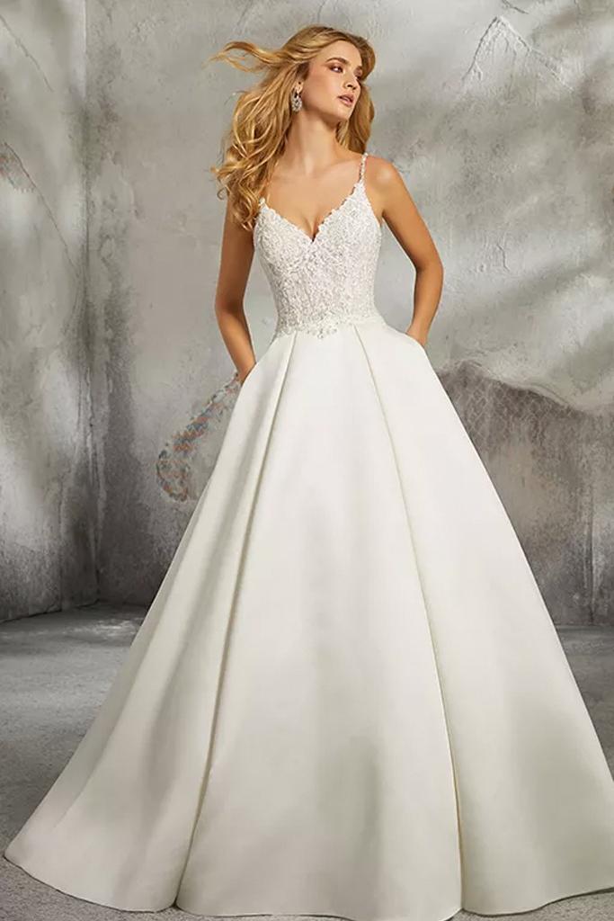 Dieses Morilee Satin Brautkleid hat Taschen! #satinweddingdresses