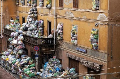 Image Trash In Naples